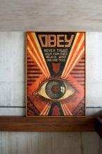 ¤ Shepard FAIREY (Alias OBEY GIANT) Américain - Né en 1970 OBEY Eye - 2010 Pochoir, peinture aérosol et collages sur toile