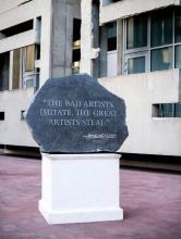 ¤ BANKSY Anglais - Né en 1975 Picasso Quote - 2009 Marbre sculpté et bois