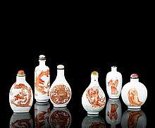 SIX TABATIERES EN PORCELAINE A DECOR ROUGE DE FER, CHINE, FIN DE LA DYNASTIE QING (1644-1911)