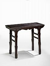 TABLE RECTANGULAIRE EN ORME, CHINE, SHANXI, DYNASTIE QING, XVIIE SIÈCLE