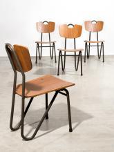 Pierre GUARICHE (1926 - 1995) Suite de quatre chaises mod. Prefacto - 1951 Structure en tube de métal laqué gris, assise et dossier...