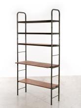 Pierre GUARICHE (1926 - 1995) Bibliothèque - écritoire mod. Prefacto - 1951 Structure en tube de métal laqué gris, étagères et table...