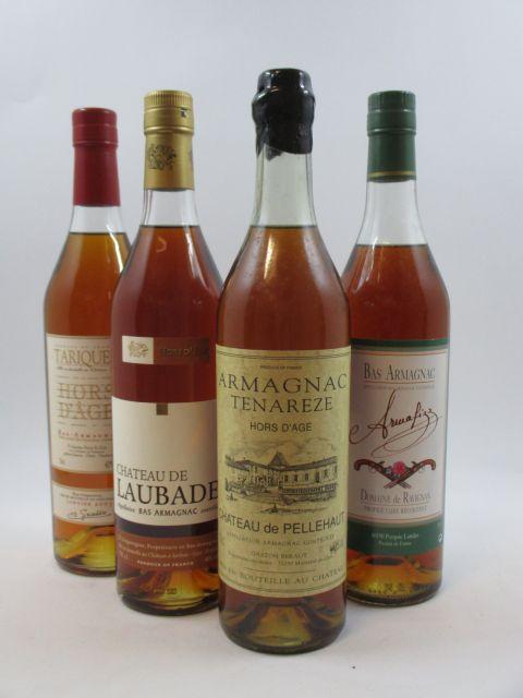 4 bouteilles 1 bt : BAS ARMAGNAC CHÂTEAU DE LAUBADE Hors d'Age (Mis en bouteille Mai 2002. 70 cl, 40°)