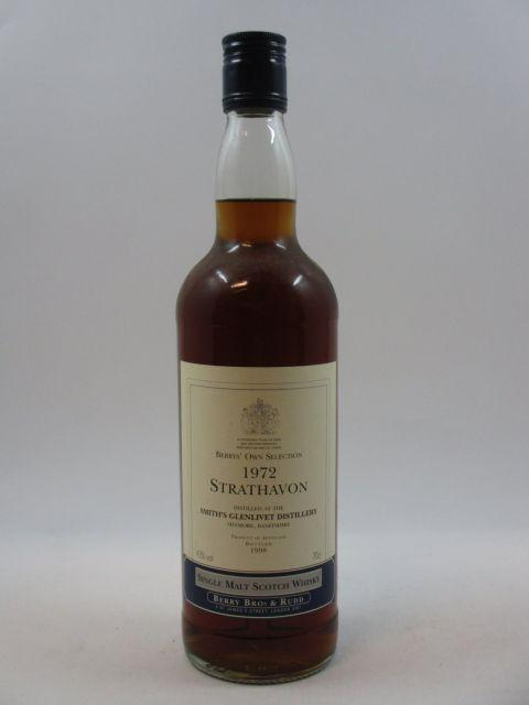 1 bouteille WHISKY STRATHAVON 1972 Distilled at Smith's Glenlivet Distillery