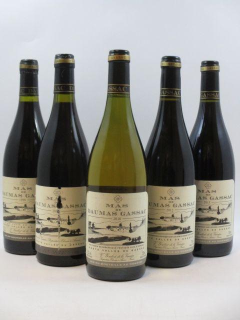 5 bouteilles  1 bt :  MAS DE DAUMAS GASSAC 2011 IGP Haut Vallée du Gassac (rouge) 1 bt :  MAS DE DAUMAS GASSAC 2012 IGP Haut Vallé...
