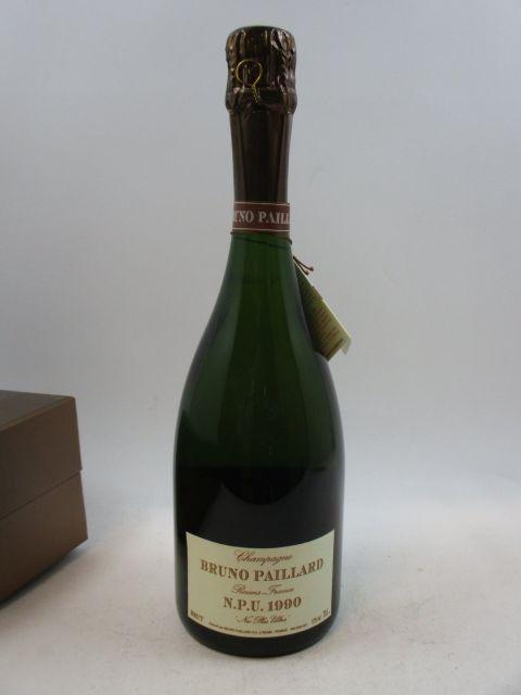 1 bouteille  CHAMPAGNE BRUNO PAILLARD 1990 Nec Plus Ultra Etui d'origine abimé  (cave 12)