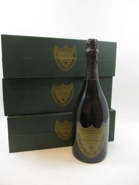 3 bouteilles CHAMPAGNE DOM PERIGNON 1990 Brut Etuis d'origine abimés (cave 12)
