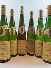 6 bouteilles : 2 bts :  ALSACE RIESLING  1983 VT Domaine Weinbach Théo Faller (abimées) 2 bts :  ALSACE RIESLING  1988 VT Domaine...