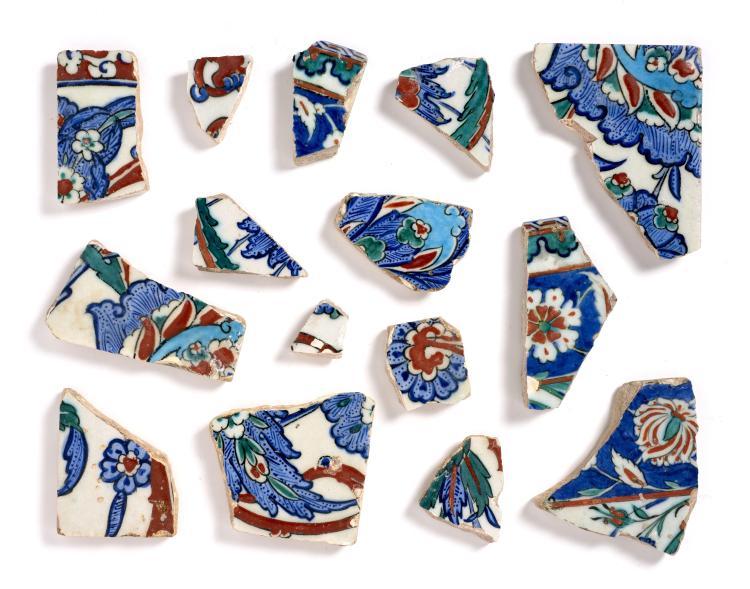 Quinze fragments de carreaux au d cor floral iznik art ott - Carreaux de ceramique mural ...
