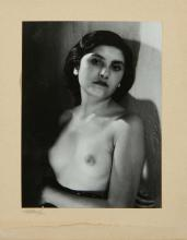 Maurice TABARD (1897-1984) Portrait de femme en buste, 1946 Tirage argentique d'époque contrecollé sur carton