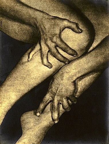 ¤Alexander ALLAND (1902-1989) Untitled (hands clutching ankle and calf), vers 1945 Tirage argentique d'époque