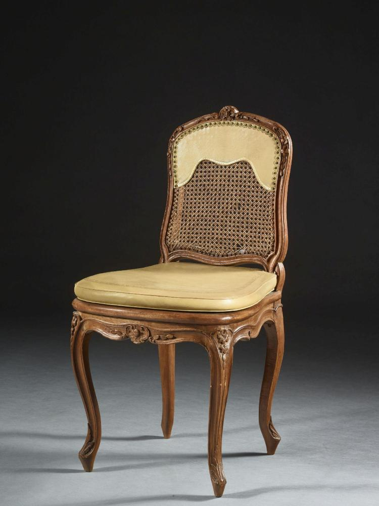 Chaise cann e d 39 poque louis xv trace d 39 estampille probable for Chaise louis xv