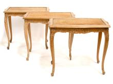 TROIS TABLES D'APPOINT DE STYLE LOUIS XV