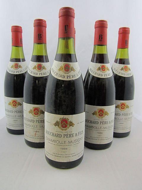 6 bouteilles CHAMBOLLE MUSIGNY 1986 Bouchard Père & Fils (étiquettes sales)
