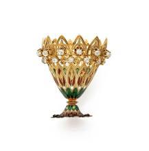 ZARF En or jaune 18k (750), à décor de palmettes et d'ogives ajourées, les premières, comme le piedouche, émaillé polychrome, le...
