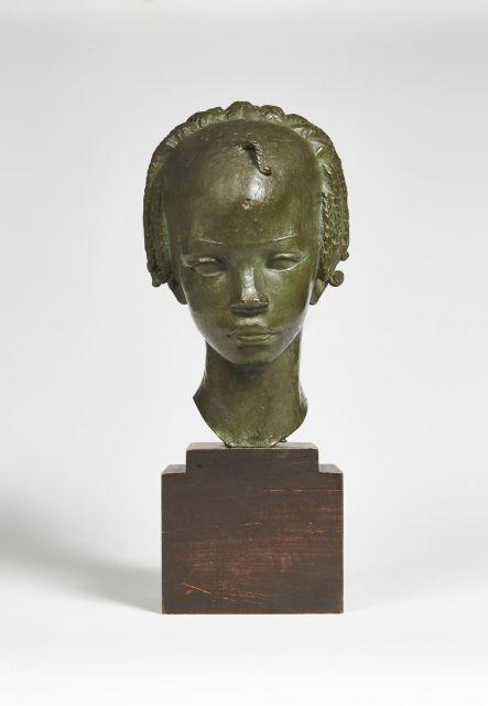 Anna QUINQUAUD 1890 - 1984 TÊTE DE FILLETTE FOULAH, Circa 1937 Bronze à patine brune nuancée vert