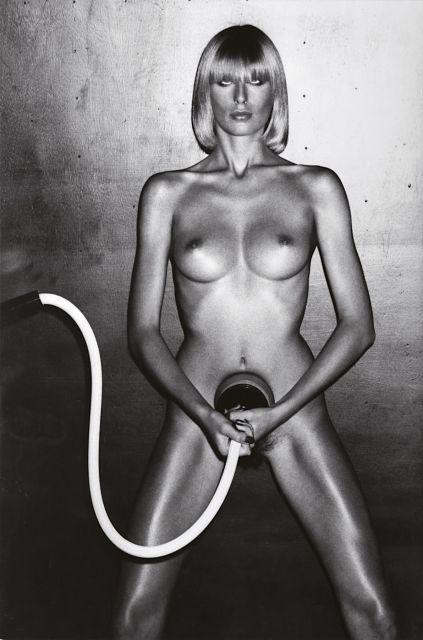 Helmut NEWTON 1920 - 2004 Beauty Treatment, Vogue Homme - 1975 Épreuve argentique