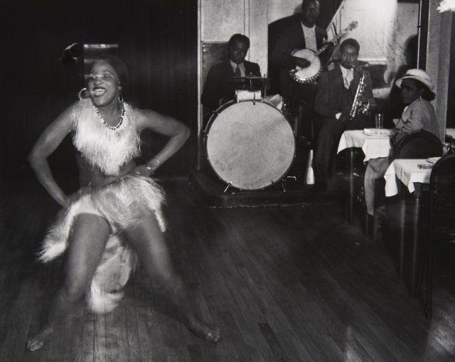 Gyala Halász, dit BRASSAÏ (1899 - 1984) La danseuse Gisèle à la Boule Blanche, Montparnasse, Paris - 1932 Épreuve argentique (c. 197...