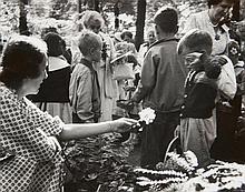 Robert FRANK (Né en 1924) Friendly Flower, New York - 1953 Épreuve argentique d''époque