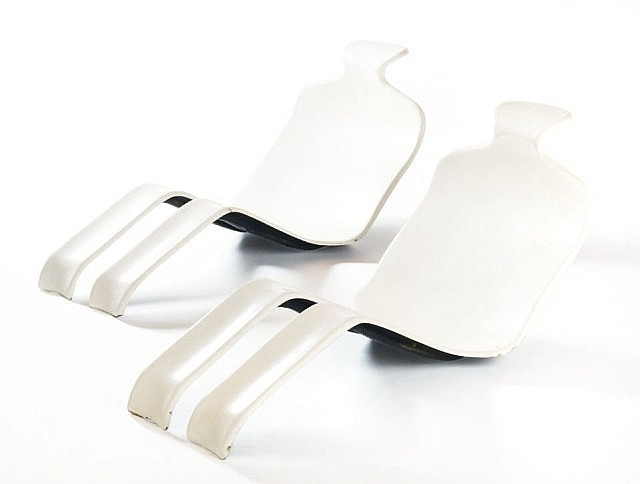 Olivier MOURGUE (Né en 1939) Paire de chaises longues