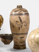 VASE MEIPING EN GRÈS ÉMAILLÉ CRÈME ET NOIR, CIZHOU, CHINE, DYNASTIE SONG (960-1279)