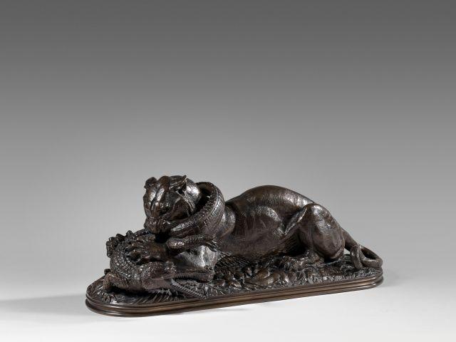 Antoine-Louis Barye Paris, 1795 - 1875 Tigre dévorant un gavial, première réduction Bronze à patine brun clair nuancé
