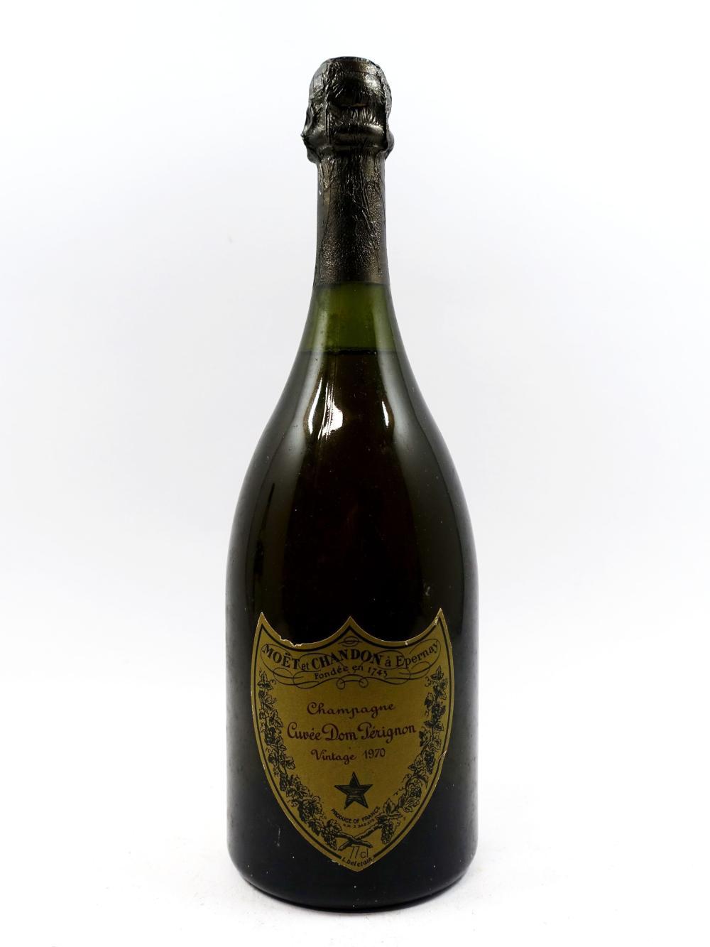 1 bouteille CHAMPAGNE DOM PERIGNON 1970 (légèrement bas, étiquette très léger abimée, déchirée)