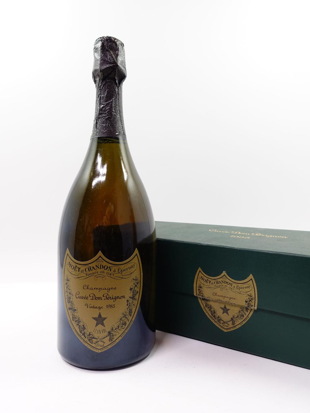 1 bouteille CHAMPAGNE DOM PERIGNON 1985 Coffret d'origine (léger abimé)