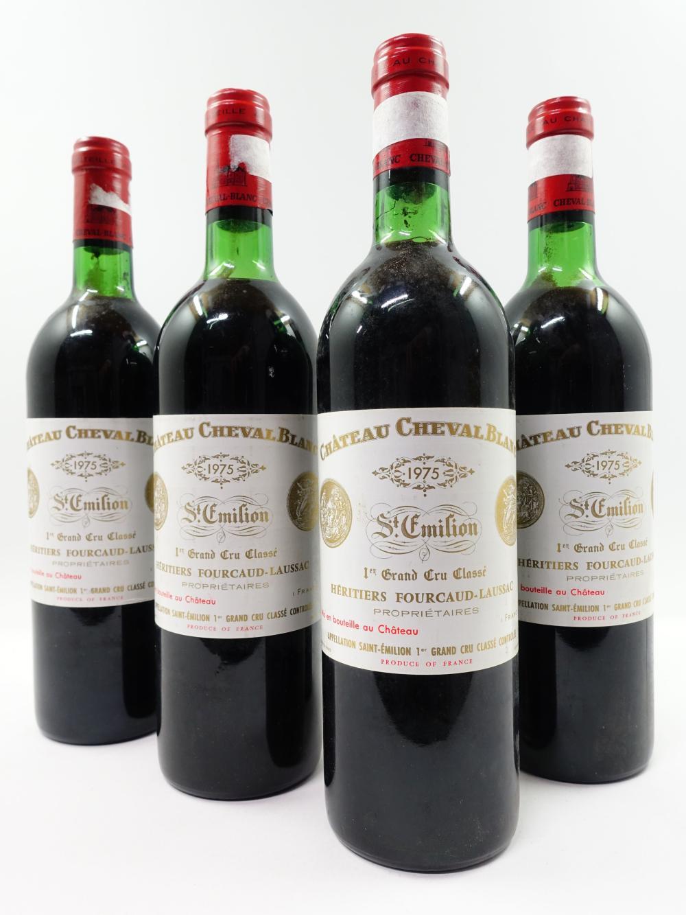 4 bouteilles CHÂTEAU CHEVAL BLANC 1975 1er GCC (A) Saint Emilion (1 base goulot
