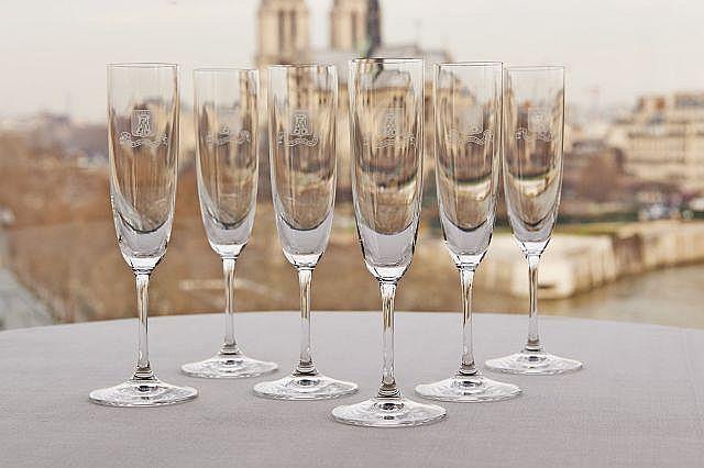 suite de six verres a champagne modele flute. Black Bedroom Furniture Sets. Home Design Ideas