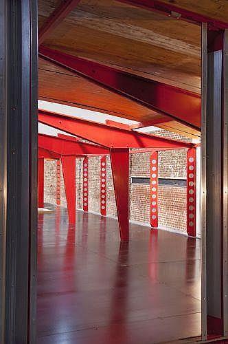 Jean PROUVE (1901 -1984) Structure Nomade - 1957 Composée de cinq béquilles asymétriques et vingt-cinq poteaux perforés, l'ensemble...