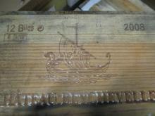 12 bouteilles CHÂTEAU BEYCHEVELLE 2008 4è GC Saint Julien (étiquettes très abimées par l''humidité) Caisse bois d''origine très abimée