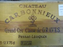 12 bouteilles CHÂTEAU CARBONNIEUX 2004 CC Pessac Léognan Caisse bois d''origine (Cave 22)