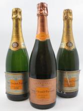 3 bouteilles 1 bt :  CHAMPAGNE VEUVE CLICQUOT 1999 Vintage Rosé (étiquette léger abimée)