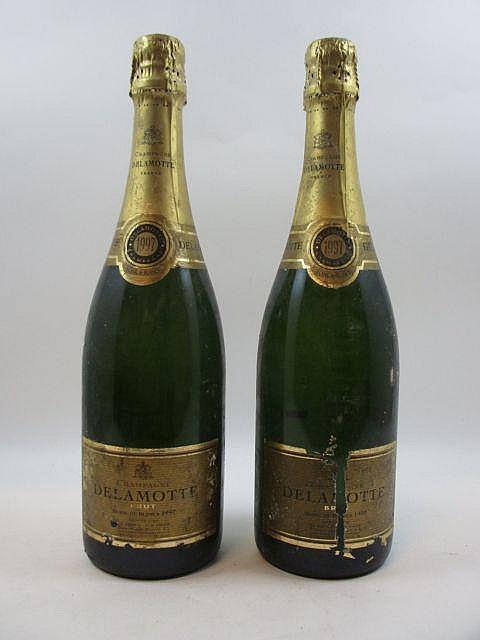 6 bouteilles CHAMPAGNE DELAMOTTE 1997 Blanc de Blancs (étiquettes tès abimées
