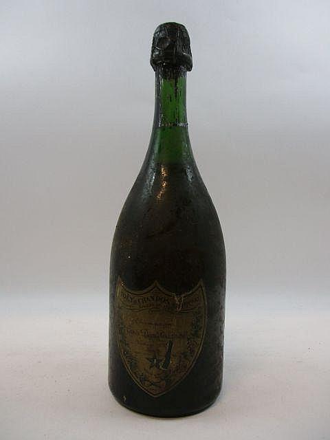 1 bouteilles CHAMPAGNE DOM PERIGNON 1962 (légèrement bas
