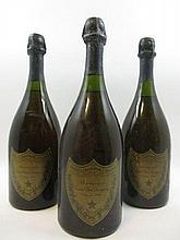 3 bouteilles CHAMPAGNE DOM PERIGNON 1964 (légèrement bas