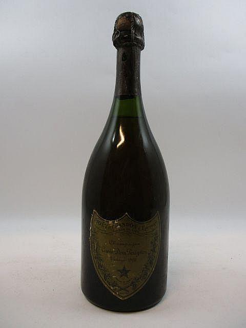 1 bouteilles CHAMPAGNE DOM PERIGNON 1966 (légèrement bas