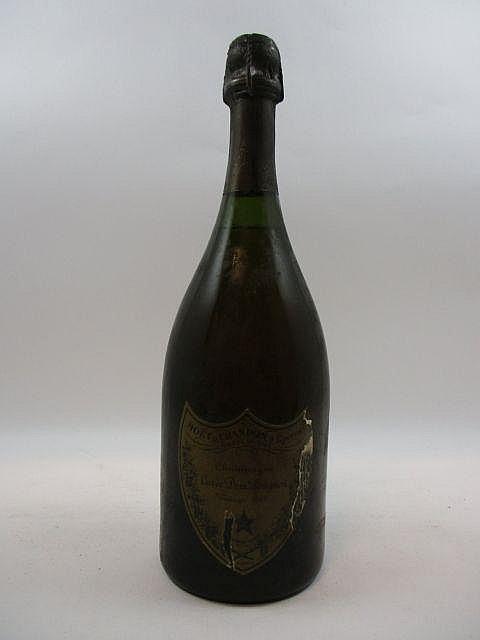 1 bouteilles CHAMPAGNE DOM PERIGNON 1969 (légèrement bas