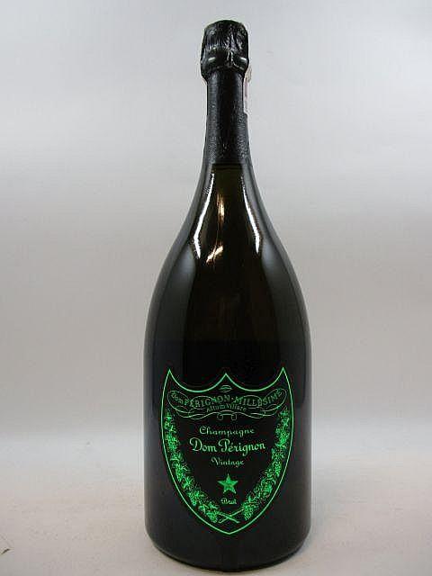 1 magnum CHAMPAGNE DOM PERIGNON 2005 Vintage - Luminous (Dom Pérignon Luminous comporte un étiquette fluorescente qui s''allume lorsqu