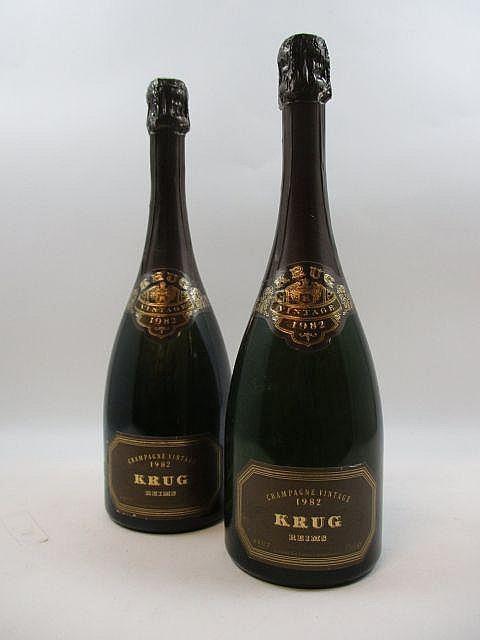 2 bouteilles CHAMPAGNE KRUG 1982 (étiquettes fanées) (Cave 19)
