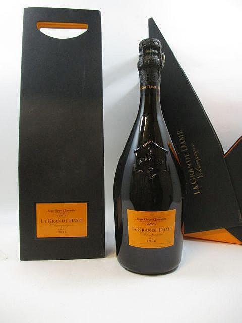 2 bouteilles CHAMPAGNE VEUVE CLICQUOT 1996 La Grande Dame Etuis individuels d''origine