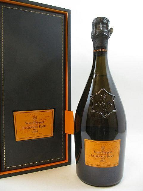 1 bouteille CHAMPAGNE VEUVE CLICQUOT 2004 La Grande Dame Etui d''origine