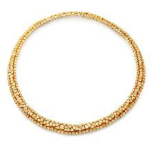 COLLIER En or jaune 18k (750), formé d'un demi-jonc souple en chute, orné de trois lignes de diamants jaunes taillés en brillant,...