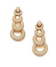 CHAUMET PAIRE DE PENDANTS D'OREILLES En or jaune 18k (750), articulés chacun de quatre anneaux éllipiques adaptables en chute, r...