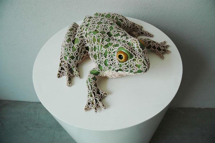 ¤ Joana VASCONCELOS (Née en 1971) HAPPY PRINCE, 2010 Faïence peinte avec céramique, coton crochet fait main