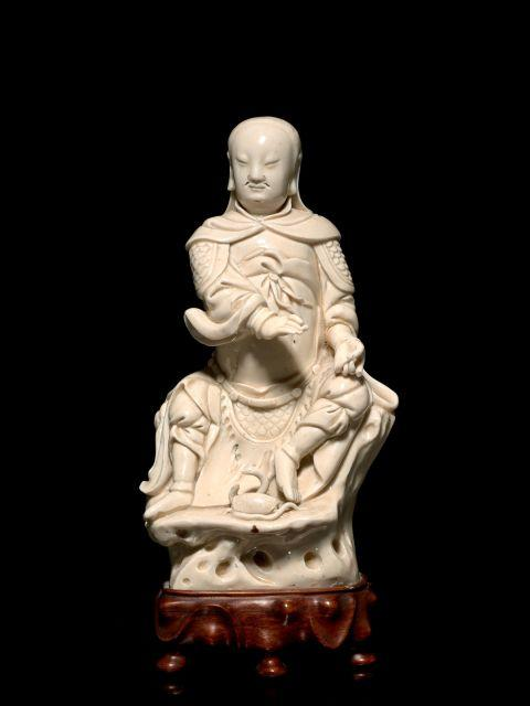 STATUETTE DE ZHENWU EN PORCELAINE BLANC DE CHINE, CHINE, DYNASTIE QING, XVIIIe-XIXe SIÈCLE