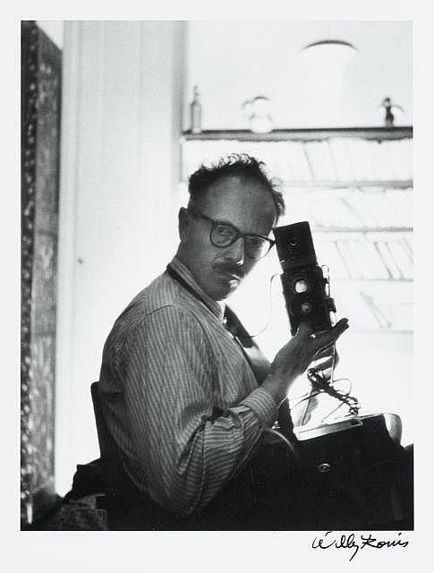 Willy RONIS (1910 - 2009) Autoportrait - 1950 Epreuve argentique (c. 1990), signée à l''encre dans la marge inférieure à droite