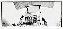 Willy RONIS (1910 - 2009) En parachute tandem - 1995 Epreuve argentique d''époque