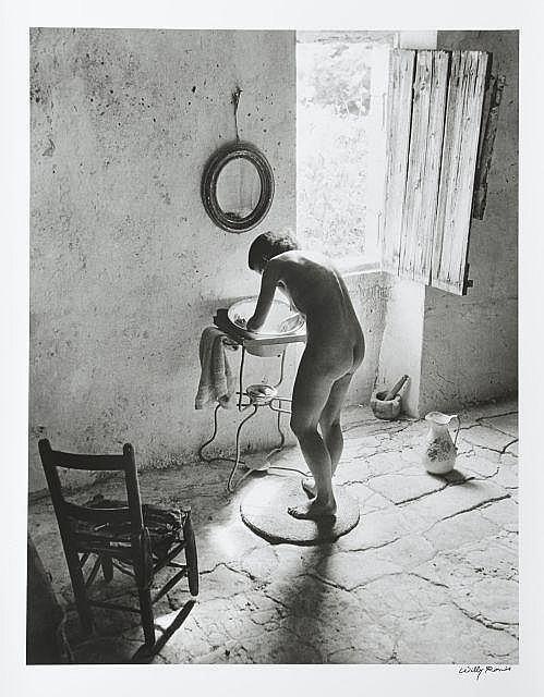 Willy RONIS (1910 - 2009) Le nu provençal - Gordes, été 1949 Épreuve argentique signée à l''encre dans la marge inférieure à droite